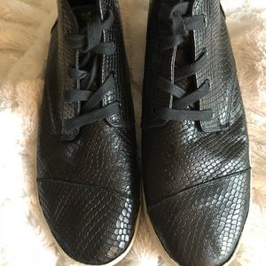 """Toms high tops black """"gater"""" type shoes"""